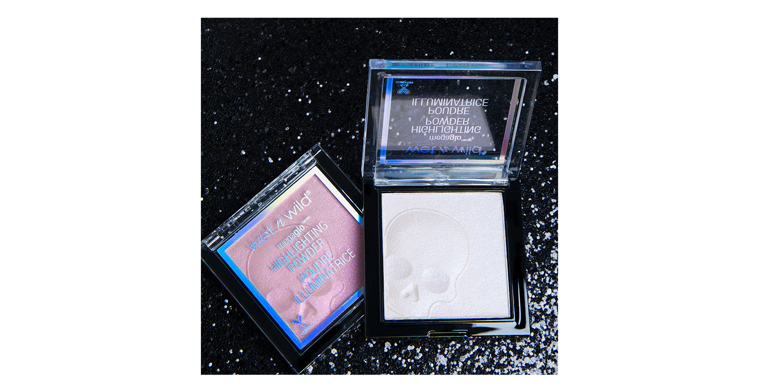 Mega Glo Highlighting Powder Social Media Shot